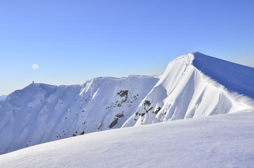 Рятувальники повідомляють про небезпеку сходження снігових лавин