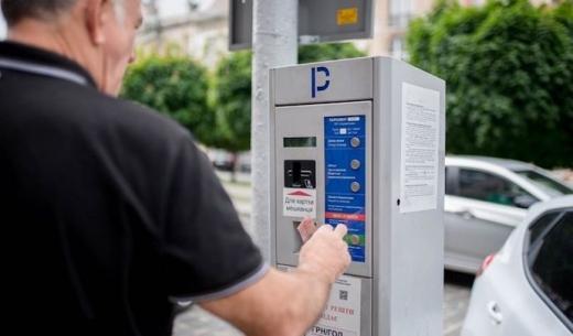 Уряд розширив можливості сплати за паркування та заборонив паркуватися на тротуарах