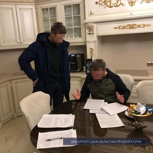 """Митного інспектора посту """"Солотвино"""" та його пособників  судитимуть за 3700 євро хабаря"""