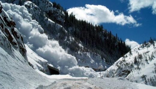 """На високогір""""ї Закарпатської області утримується значна сніголавинна небезпека"""