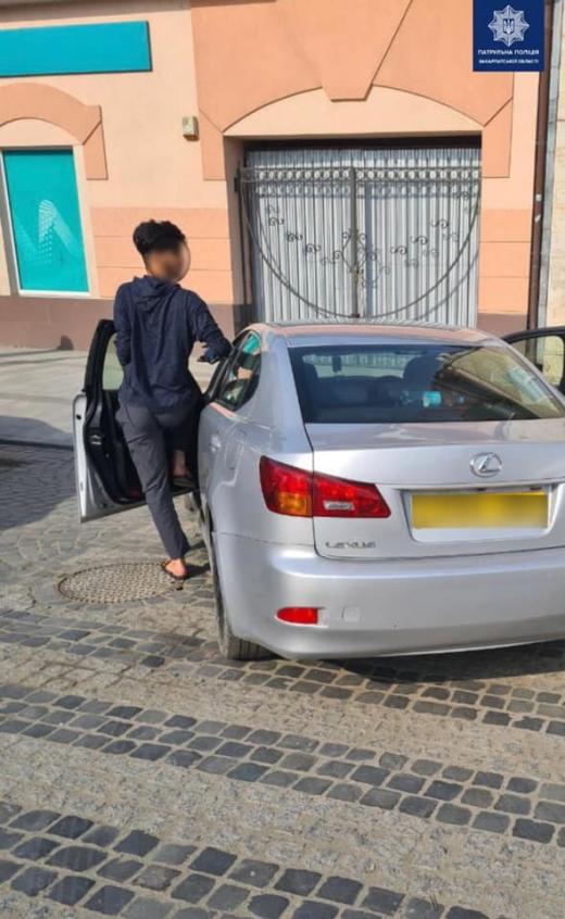Ужгородські патрульні притягнули до відповідальності водія, що зупинився на пішохідному переході