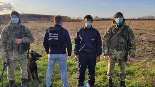 На Закарпатті, поблизу кордону з Угорщиною, затримали нелегального мігранта з Єгипту