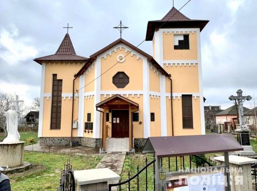 Двоє юнаків пограбували храм поблизу Виноградова (ФОТО, ВІДЕО)