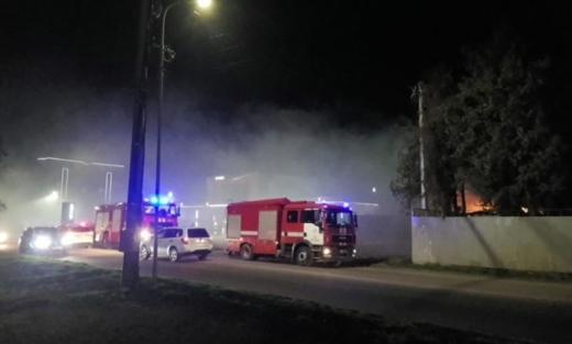 В Ужгороді з невідомих причин загорілося підсобне приміщення