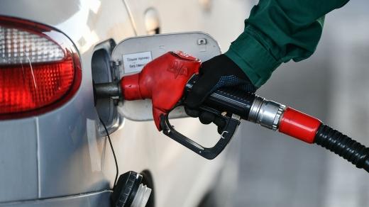 На українських АЗС впали ціни на бензин – наскільки саме