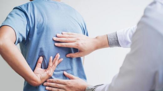 Лікування міжхребцевих кил в Ужгороді: що потрібно знати