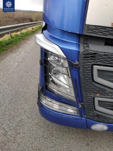 Поблизу Чопа нетверезий водій вантажівки IVECO спричинив ДТП (ФОТО)