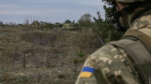 На Донбасі внаслідок обстрілів бойовиків поранений український військовий. Зараз він у лікарні