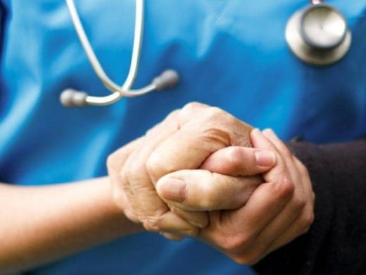 Як коронавірус впливає на людей із хворобою Паркінсона та що робити, аби вони не залишалися наодинці з недугом