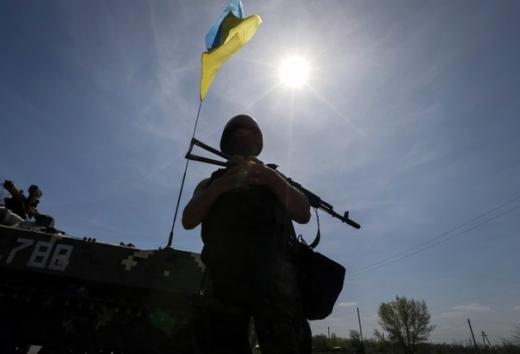 Війна на Донбасі: бойовики 10 разів порушили режим тиші, український військовий загинув від обстрілів