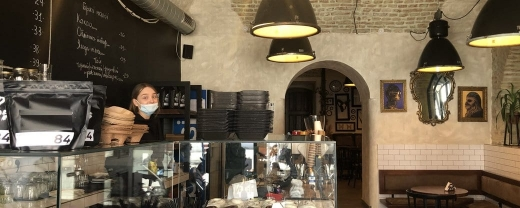 На Закарпатті повертаються до роботи магазини, ресторани та кафе (ВІДЕО)
