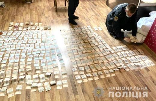 У Мукачеві 27-річний чоловік зі спільником напав на охоронця підприємства і викрав 300 тисяч гривень (ФОТО, ВІДЕО)