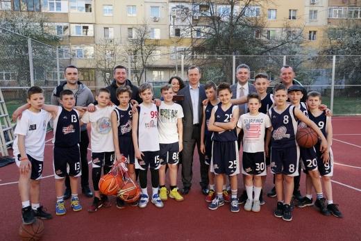 Новий спортивний майданчик з'явився в Ужгороді