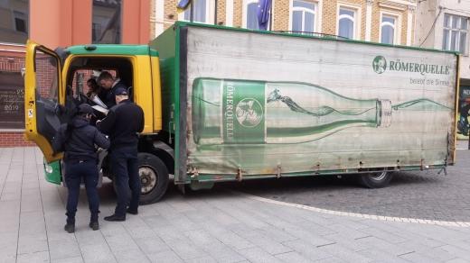 В Ужгороді склали постанови на водіїв за паркування на пішохідних зонах