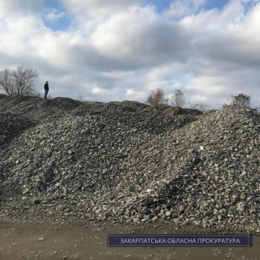 У самовільному видобуванні корисних копалин підозрюють підприємця на Тячівщині