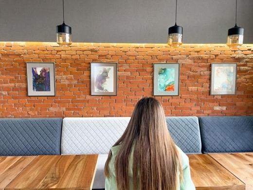 В Ужгороді відкрили персональну виставку картин художниці Світлани Федор