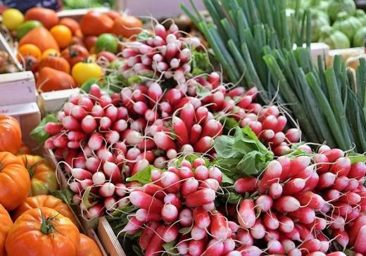 Редис — по 60 грн, капуста — по 40. Стали відомі причини високих цін на ранні овочі
