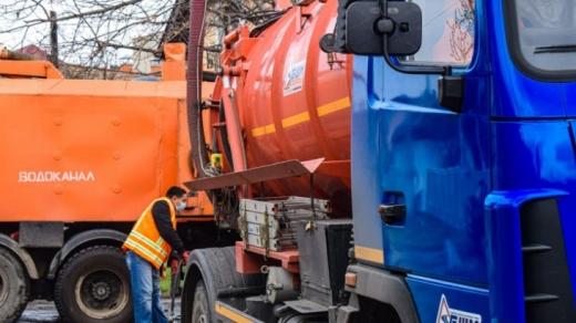 В Ужгороді провели профілактичну очистку каналізаційної системи