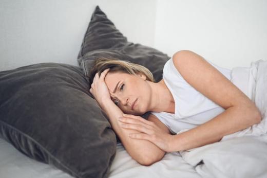 Як навчитися засинати за 5 хв: лайфхак від психолога