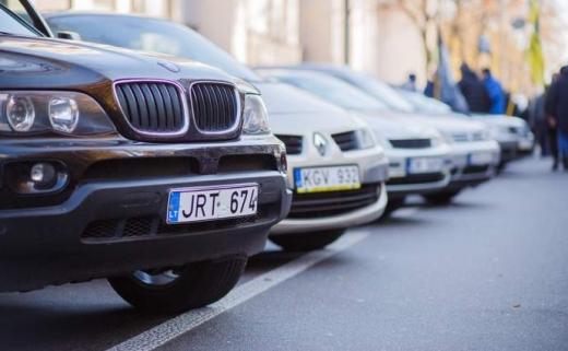 """Питання """"євроблях"""" вирішено: Верховна Рада ухвалила законопроєкти про розмитнення авто"""
