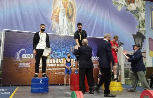 Юнак зі Сваляви виборов чемпіонський титул з важкої атлетики