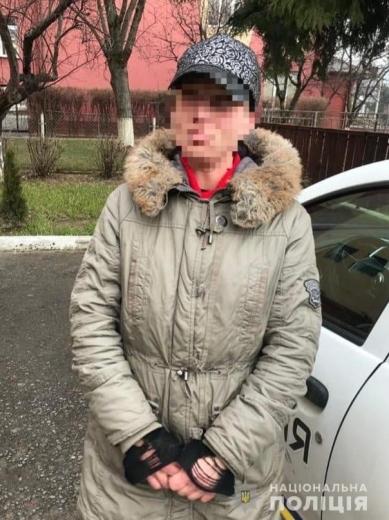 Жінку, причетну до серії крадіжок, затримали поліцейські Закарпаття