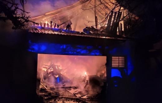 В обласному центрі Закарпаття двічі за ніч загорілися гаражі