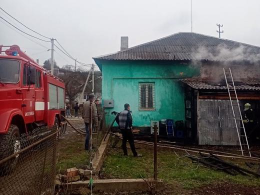 Закарпатські вогнеборці врятували магазин від знищення