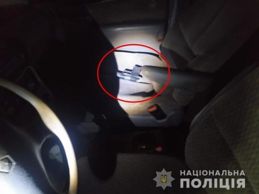 У салоні автомобіля закарпатські правоохоронці виявили несподівану знахідку