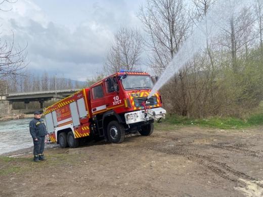 Тест-драйв нового пожежного авто провели хустські рятувальники