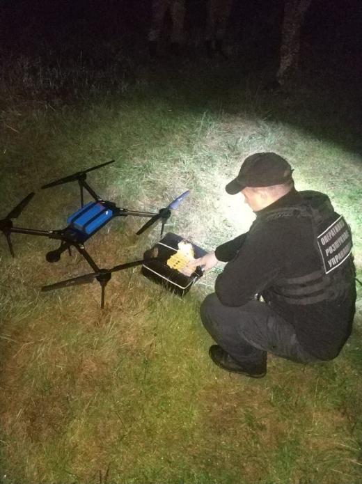 На Закарпатті порушники намагалися переправити сигарети дроном через кордон