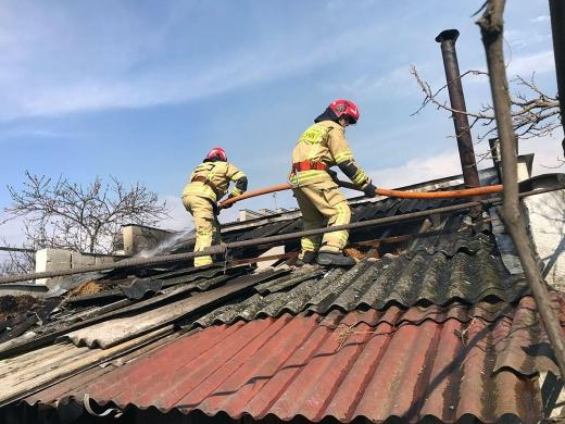 На Ужгородщині горіла лазня: власники саме відпочивали всередині