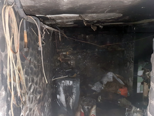 У Мукачеві гасили пожежу у підвалі житлового будинку