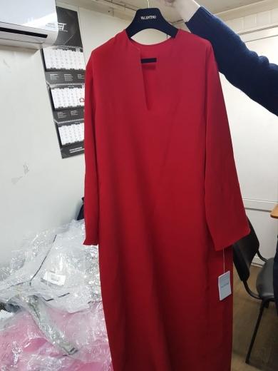 """У ПП """"Тиса"""" в мікроавтобусі серед вживаного одягу знайшли прихований колекційний одяг від «VALENTINO»"""