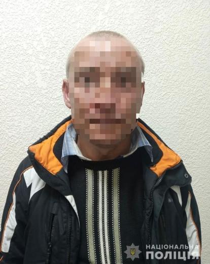 На Мукачівщині злодій напав на жінку літнього віку і погрожував ножем