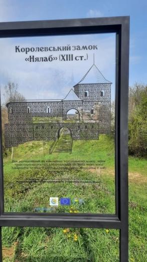 Мистецькі об'єкти встановили біля трьох замків Закарпаття