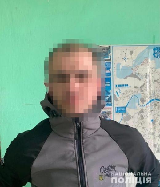 Ужгородські поліцейські розшукали зловмисника, який в центрі міста пограбував пенсіонера