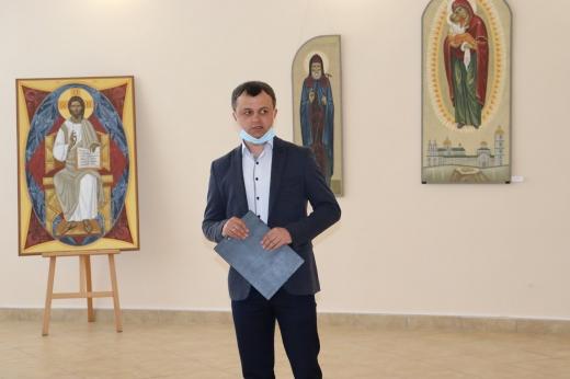 """""""Величаємо"""": в Ужгороді триває виставка сучасного українського іконопису"""