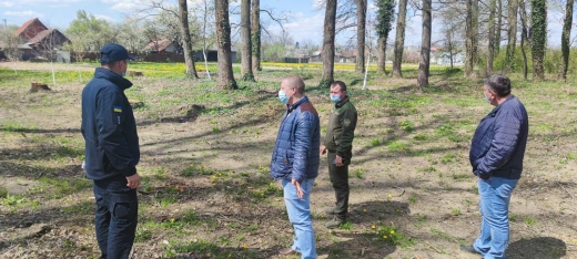 Рятувальники здійснюють обстеження населених пунктів поруч із лісовими масивами на Берегівщині