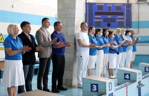 В Ужгороді за першість змагаються близько 150 юних закарпатських плавців