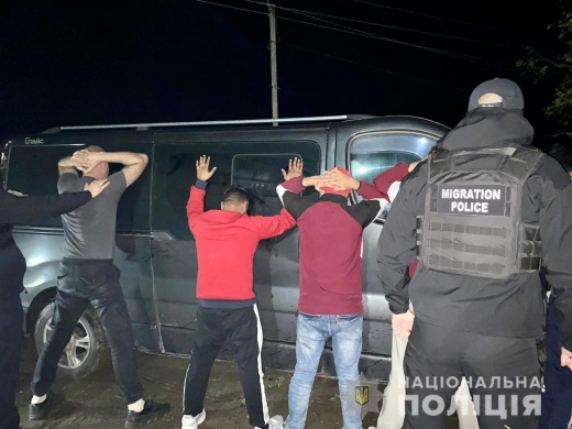 На Закарпатті поліцейські викрили львів'янина за підозрою у сприянні незаконній переправі нелегалів до країн ЄС
