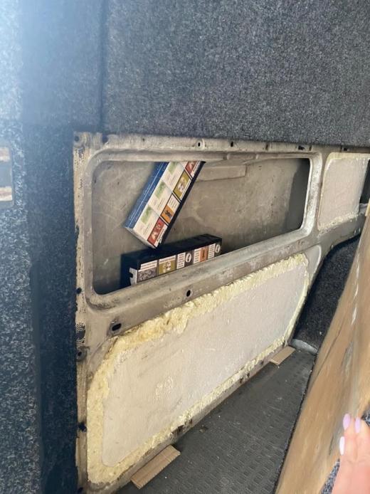 Через спробу контрабанди українець залишився без мікроавтобусу