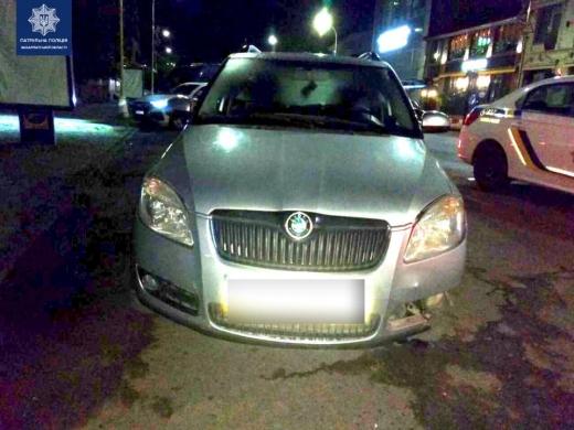 Ужгородські патрульні виявили нетверезу водійку автівки, яка зіткнулася із бетонним блоком