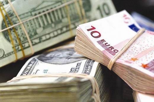 Гривня ослабла до євро на закритті міжбанку