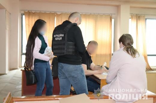 В Ужгороді викрили на махінаціях під час іспиту студентів місцевого університету