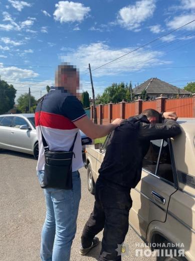 Проникли на територію заводу та викрали техніку і меблі: затримано двох зловмисників