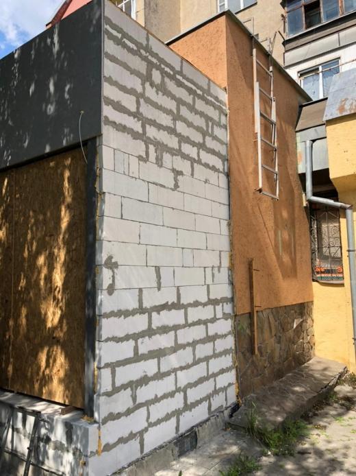На вулиці Легоцького в Ужгороді виявили самовільне будівництво