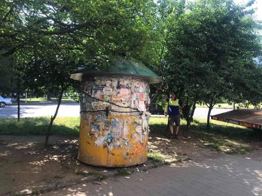 В Ужгороді демонтували самовільно встановлену споруду