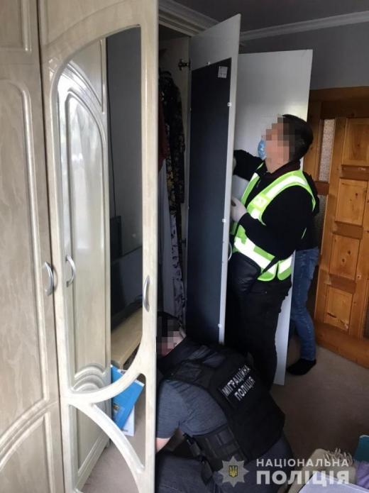 На Закарпатті правоохоронці заблокували міжнародний канал нелегальної міграції