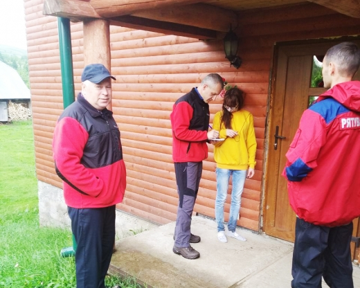 Закарпатські рятувальники знайшли туристку з Харківщини, яка заблукала в Карпатах